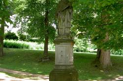 Pamětní desky a sochy